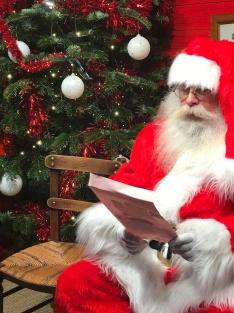 Le Père-Noël lit une lettre
